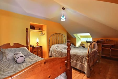 #1 Room in Charming ANCESTRAL HOME - Stanstead