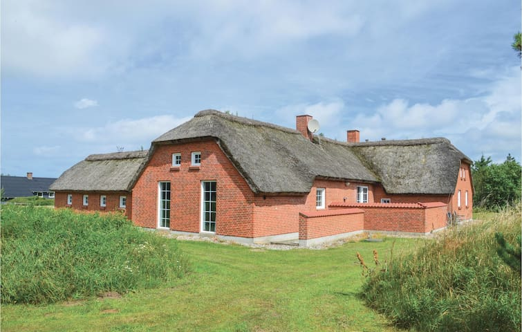 Holiday cottage with 6 bedrooms on 255 m² in Ringkøbing