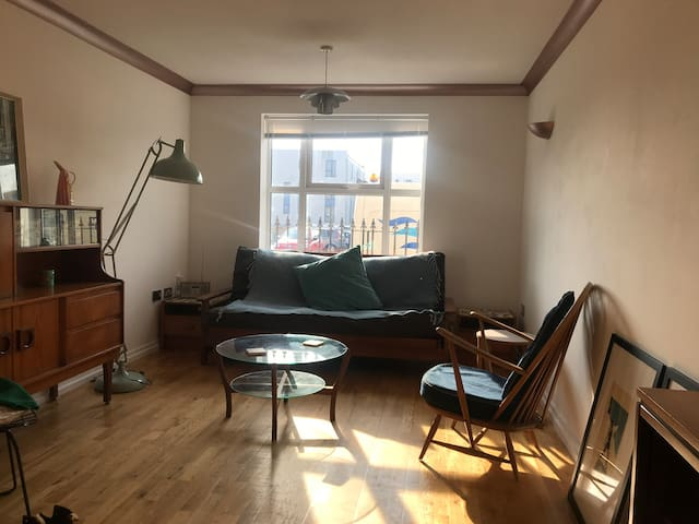 Poor photo! Spacious living room with wifi, digital/bluetooth radio. Dining table which seats 6.