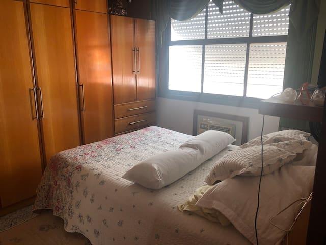 Suite inteira em Copacabana, Wifi, posto 5.
