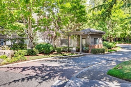 Convenient Condo located in the heart of Bellevue