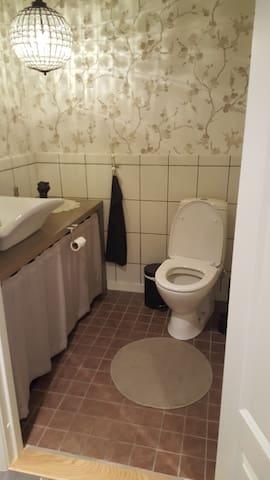 Delt toalett