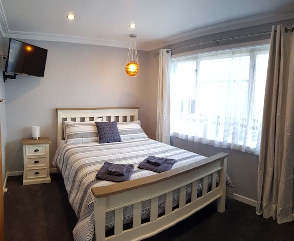 Room 1: Modern Accommodation in Windsor