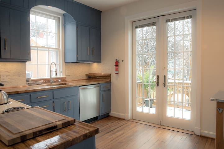 Bright corner townhouse in the heart of Georgetown
