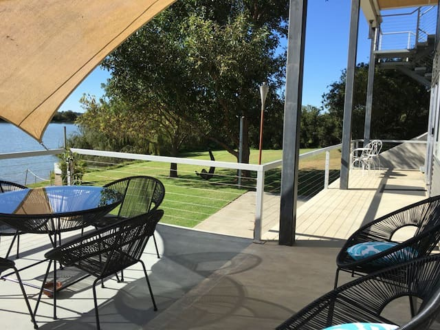 Washpool Retreat-Waterfront Guest House
