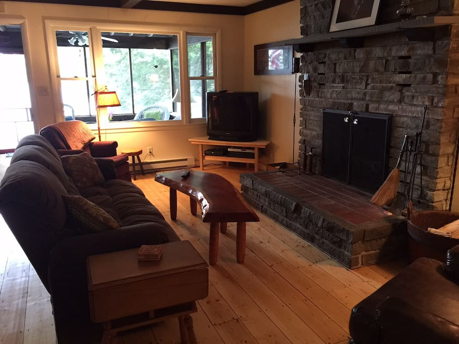 Great room, fireplace w/sleeper sofa