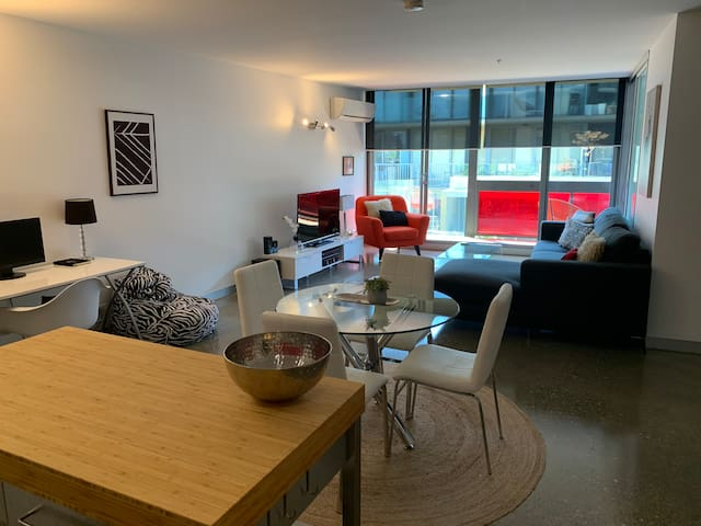 Port Melbourne Perfect 2 Bed
