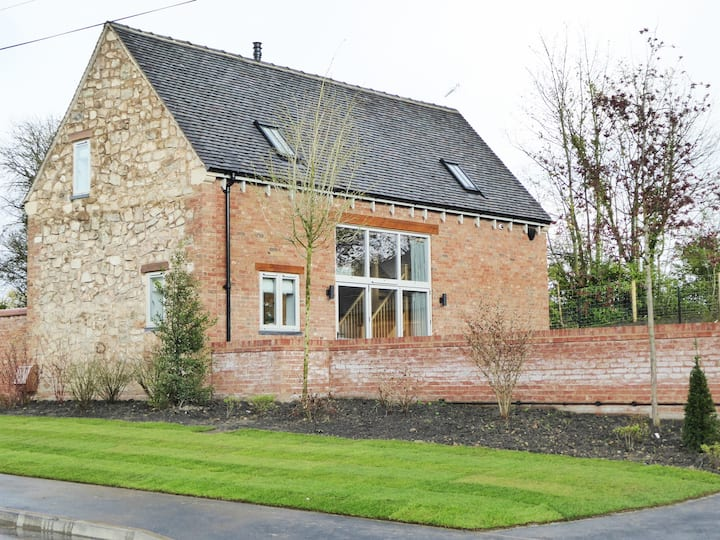 Charming, open-plan, Derbyshire barn - 2bed 2bath