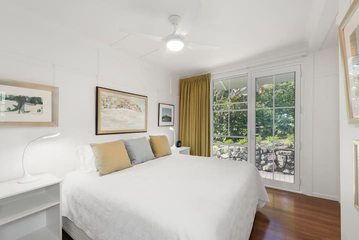 Stylish retreat near cafes, beach at Coffs Harbour