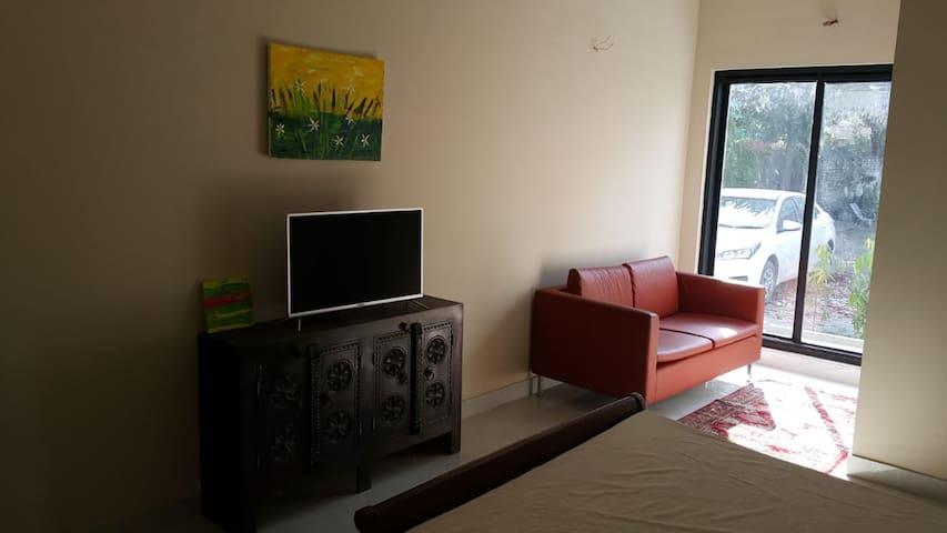 Room-posh location, MM Alam Rd- short rental