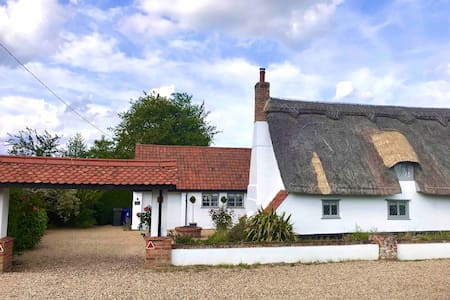 *Charming Cottage* 6 The Green, Bury St Edmunds