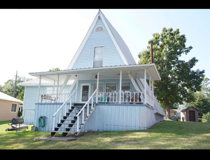 Waterfront Lake house Getaway