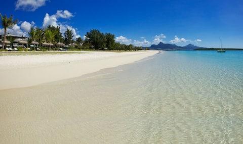 Fabulous Beach Home - Luxury Beachfront Living
