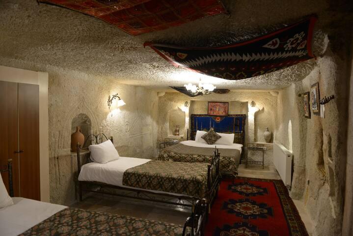 Caravanserai Triple Cave Room - Göreme Belediyesi - Bed & Breakfast