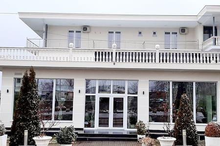 Hotel Taverna Zisi