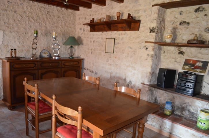 La Petite Maison à la Campagne - Saint-Amant-de-Montmoreau - Casa