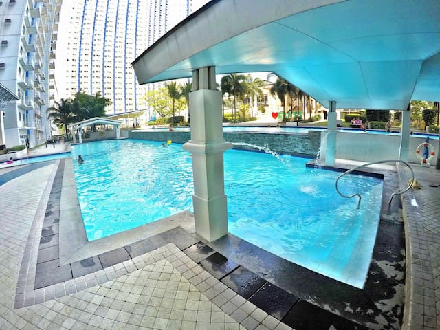 Modern & Cozy Fully furnished 2 BR with Balcony - Quezon City - Wohnung