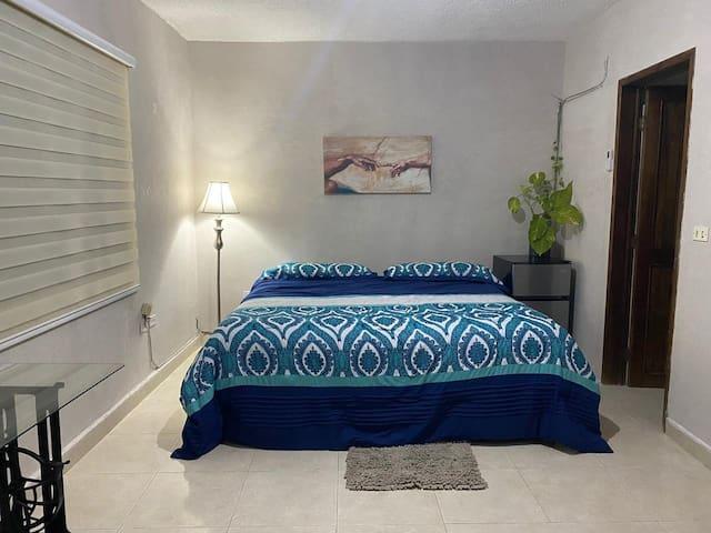 habitación  independiente tranquila  y cómoda .