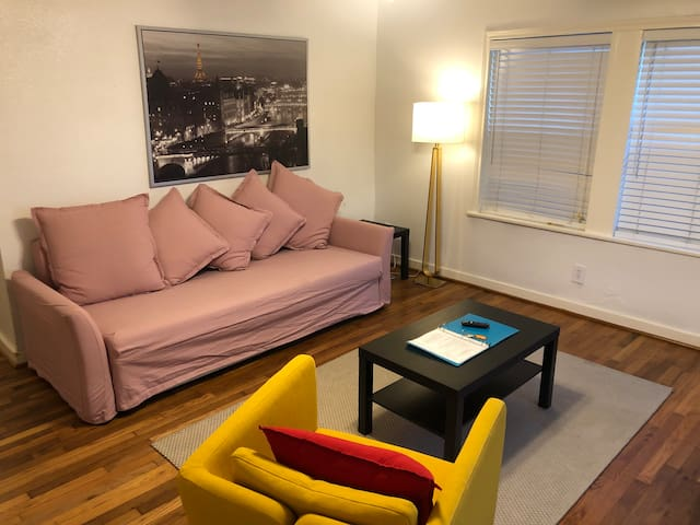 Cozy 1 BR in Montrose