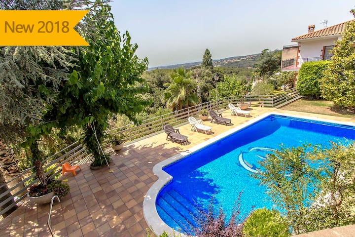 Catalunya Casas: Villa Ametlla in the Barcelona countryside, only 35km to the city and beach!