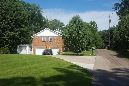 Cozy 4br Home! Nestled with a View! - House