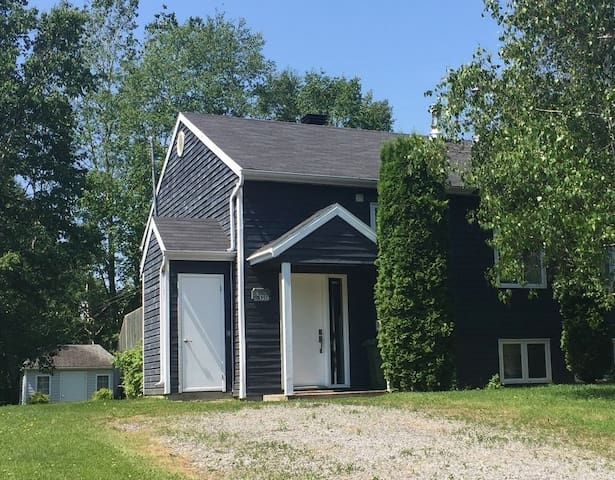 Cottage at the bottom of Mont Ste-Anne for rent