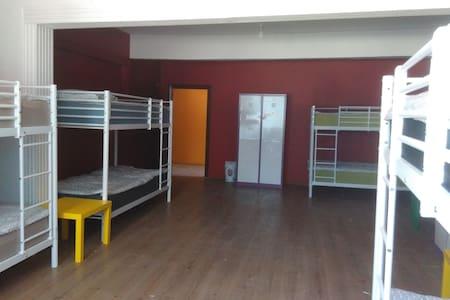 Bed in 8-Bed Mixed Dormitory Room - Van Merkez