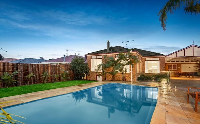 One 7 Two - South Morang - Maison