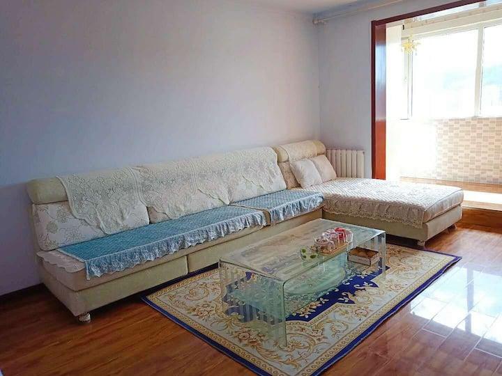 市中心,一室一厅(可住4-6人)两张大床