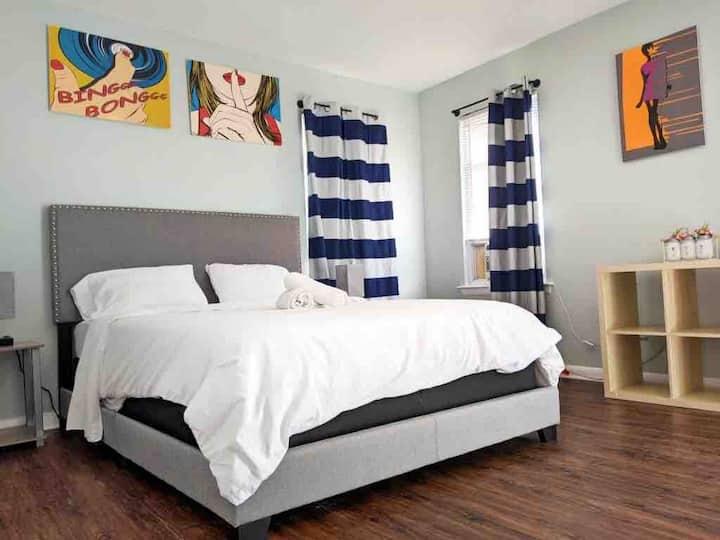 3 Bed, 1 Bath. Beautiful Beach Block Apartment