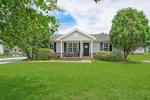 Charming House Close to Fort Campbell and Casino