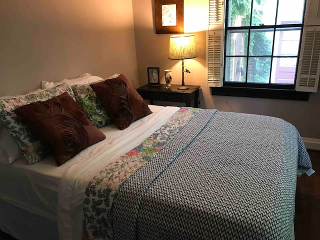 (B) Private Room~West End Winston Salem~Downtown!