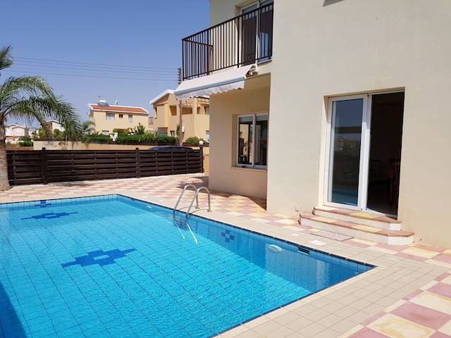 SeaBreeze Villa with Private Pool - Ayia Napa - Casa de campo