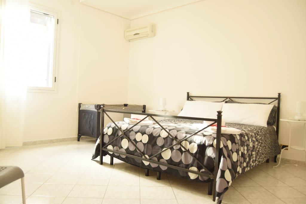 Camera matrimoniale con possibilità aggiunta lettino o culla
