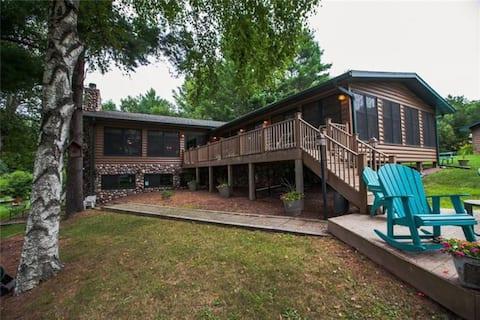 Eagle Bay Lodge on Long Lake 6 bedrooms, 14 beds
