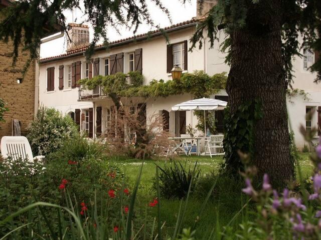Ancienne ferme toulousaine +jardin