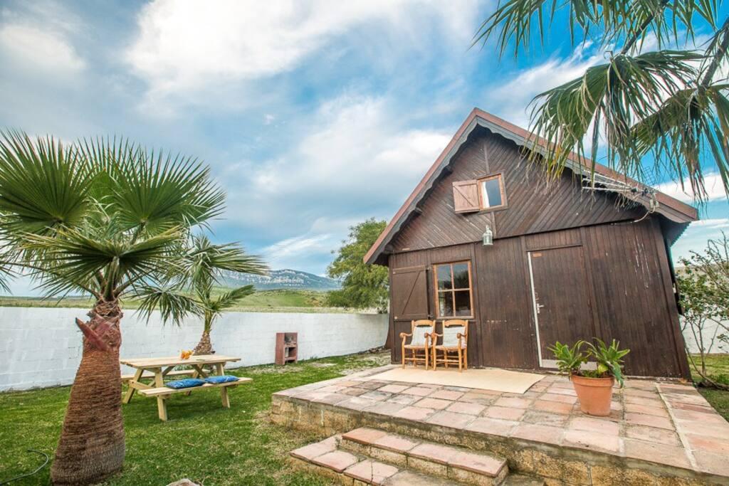 Casa de madera con jard n en bolonia h user zur miete - Casas de madera cadiz ...