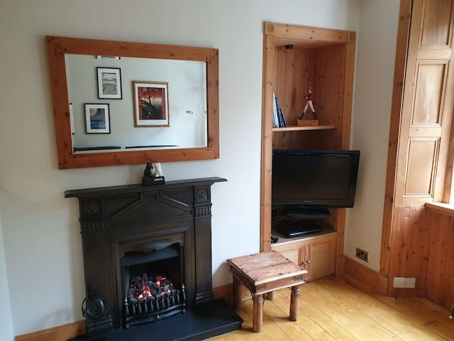 Cosy flat with Garden view near Holyrood Park!