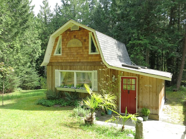Angel Cottage - Salt Spring Island