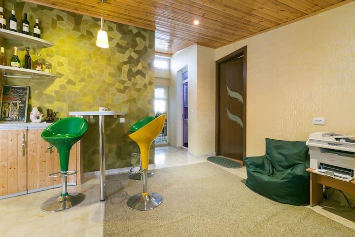 Wonderful big room in Tbilisi (Near Metro) - Tbilisi - Huis