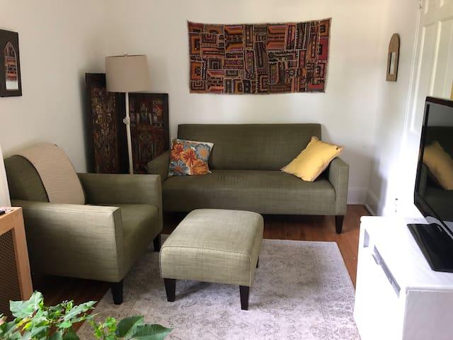 Prívate mini suite in big sunny house