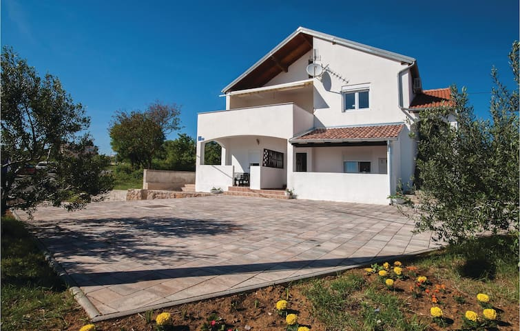 Holiday apartment with 1 bedroom on 55m² in Maslenica