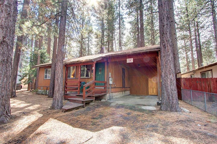 Centrally Located Pet Friendly, w/Hot Tub and BBQ (CYH0607)