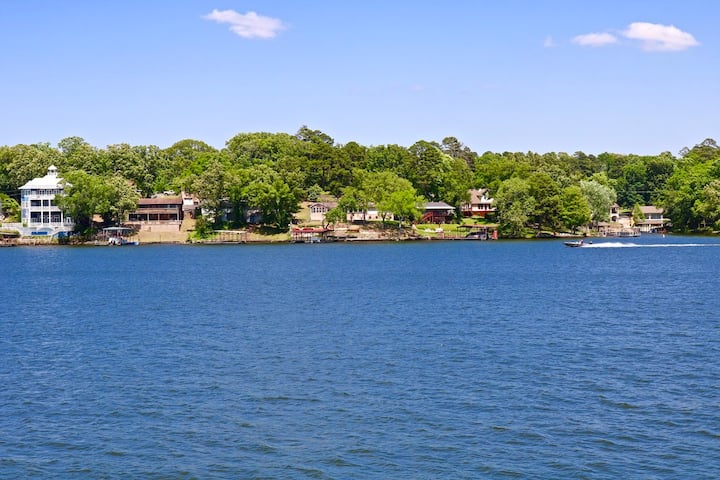 Hidden Gem on Lake Hamilton with the best view!!