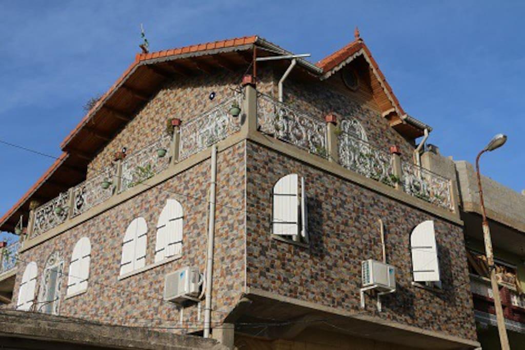 Les façades  de la villa et son revêtement protecteur
