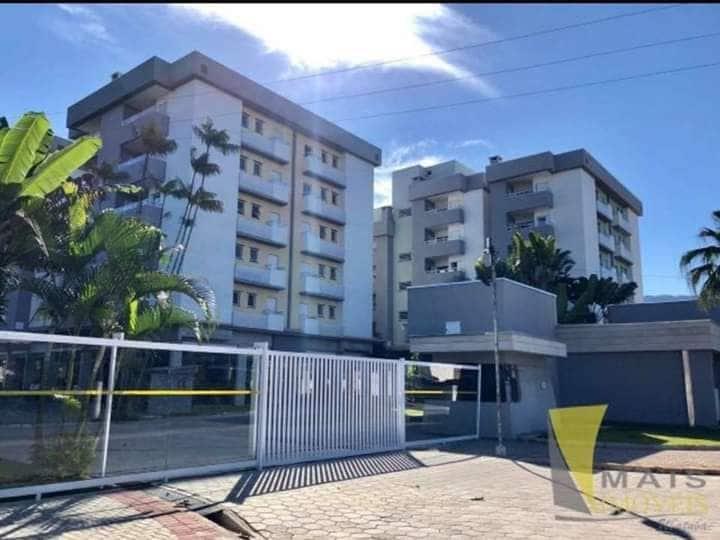 Apartamento com piscinas a menos de 300mt da praia
