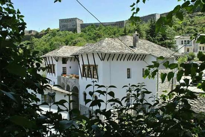 Old Bazaar Hotel - Gjirokaster - Bed & Breakfast