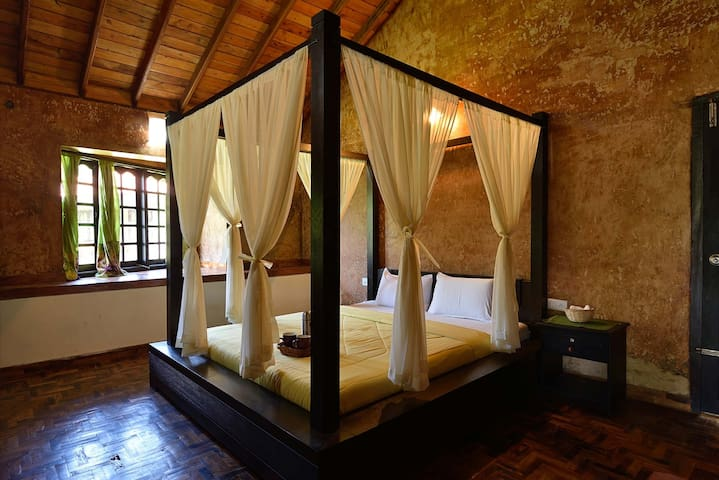 Beautiful King sized Luxury Poster Bed