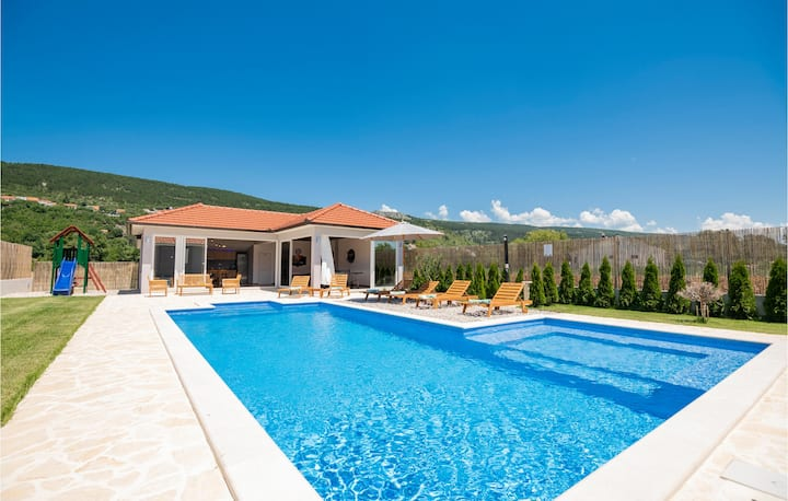Nice home in Prolozac with WiFi, 4 Bedrooms and Outdoor swimming pool