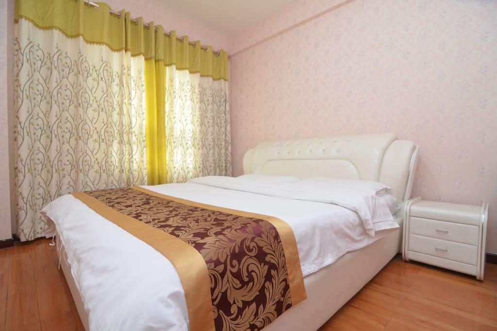 温馨的大床卧室